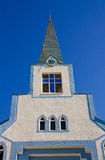 Ortodox kyrka under blå himmel Arkivfoto