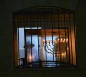 Ortodoxa jewbelysningstearinljus av hanukia under den judiska ferien av chanukaen Arkivfoton
