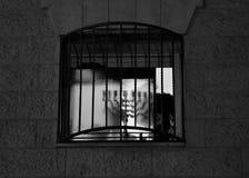 Ortodoxa jewbelysningstearinljus av hanukia under den judiska ferien av chanukaen Arkivfoto