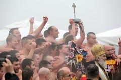 Ortodoxa kristen firar Epiphany med traditionell issimning Royaltyfri Fotografi