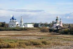 Ortodoxa kyrkor av Suzdal - Autumn Scenes Fotografering för Bildbyråer