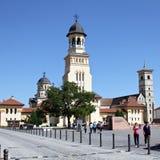 Ortodoxa och katolska domkyrkor i Alba Iulia arkivbild
