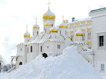 Ortodoxkyrka i vinter Arkivbilder