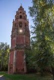 Ortodoxt klockatorn i Yaroslavl Arkivfoton
