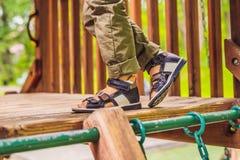 Ortopediska skor för barn` s på foten för pojke` s royaltyfria bilder