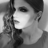 Ortrait d'annata di bella ragazza inaccessibile fotografia stock