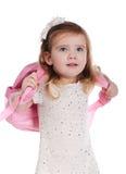 Ortrait des kleinen Mädchens mit einem Rucksack Stockfoto