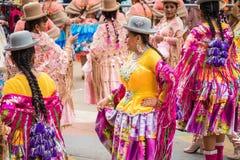 ORURO, BOLÍVIA - 10 DE FEVEREIRO DE 2018: Dançarinos no carnaval de Oruro dentro Imagem de Stock