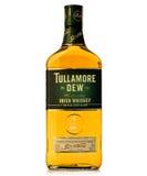 Orvalho irlandês destilado triplicar-se do tullamore do uísque de Legednary fotografia de stock royalty free