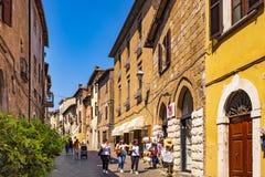 Orvieto, Италия - панорамный взгляд городка Orvieto старого и Corso Ca Стоковое Фото