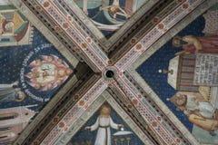 Orvieto, catedral coloreada pintada del techo foto de archivo