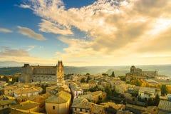 Orvieto medeltida stad och flyg- sikt för Duomodomkyrkakyrka Det Arkivbild