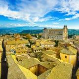 Orvieto middeleeuwse stad en Duomo-de luchtmening van de kathedraalkerk Het stock afbeeldingen