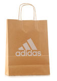 Oryginalny Adidas papieru torba na zakupy odizolowywający na bielu Zdjęcia Stock
