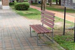 Oryginalny czerwony stalowy krzesło na parku Obraz Royalty Free
