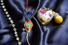 Oryginalny handmade rakhi na jedwabniczym płótnie obraz stock