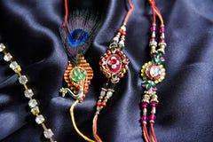 Oryginalny handmade rakhi na jedwabniczym płótnie fotografia stock