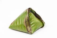 Oryginalny tradycyjny nasi lemak zawijający w bananowym liściu Obrazy Stock