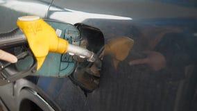 Oryol, Ρωσία, 2017 05 10 Εκδοτικός - πρατήριο καυσίμων για τον ανεφοδιασμό σε καύσιμα των οχημάτων με τα καύσιμα φιλμ μικρού μήκους