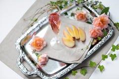 Orzeźwienie z różanym winem obraz stock