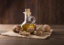 Orzecha włoskiego olej obraz stock