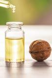 Orzecha włoskiego olej fotografia stock