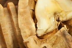 Orzechy włoscy i drewniany dziadek do orzechów Super foods dla ludzkiego mózg zdrowi orzech włoski Świezi orzech włoski Obraz Royalty Free
