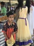 Osäker ung pojke i Indien Arkivbild