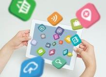 Os ícones da aplicação voam fora da tela de tablet pc à disposição Foto de Stock