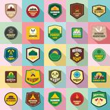 Os ícones do selo do emblema do crachá do escuteiro ajustaram-se, estilo liso ilustração stock