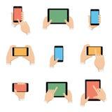 Os ícones do vetor ajustaram-se do smartphone e da tabuleta nas mãos ilustração do vetor
