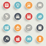 Os ícones dos aparelhos eletrodomésticos com cor abotoam-se no fundo cinzento Imagem de Stock