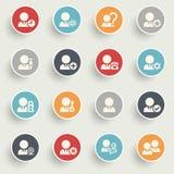 Os ícones dos usuários com cor abotoam-se no fundo cinzento Imagens de Stock