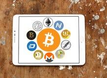 Os ícones globais do cryptocurrency gostam do bitcoin Imagem de Stock