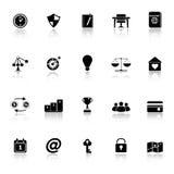 Os ícones relacionados de pensamento com refletem no fundo branco Foto de Stock Royalty Free