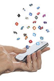 Os ícones sociais dos meios voam fora do iphone à disposição ilustração stock