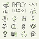 Os ícones verdes da energia do eco do vetor ajustaram natureza ajustada do ambiente do óleo da bateria do poder dos ícones da ene Fotos de Stock