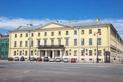 Os Academics abrigam eram a casa da academia do russo de ciências na terraplenagem do ` s do tenente Schmidt foto de stock royalty free