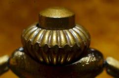 Os acessórios dos conectores de bronze do gancho são de forma redonda imagens de stock royalty free