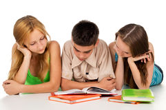 Os adolescentes preparam-se para exames Fotografia de Stock