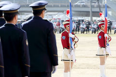 Os agentes da polícia japoneses executam na parada Imagem de Stock
