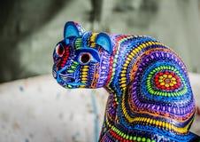 Os alebrijes tradicionais handcrafts dos artesões nativos de Oax fotografia de stock royalty free