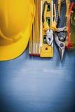 Os alicates protetores do workwear estanham a construção de madeira l do medidor da tesoura de chapa Imagem de Stock