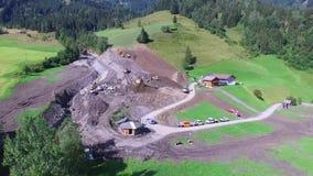 Os aluviões scar os montanheses de Áustria que seguem a chuva pesada video estoque
