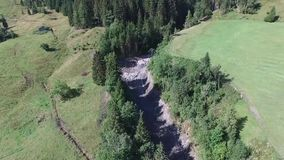 Os aluviões scar os montanheses de Áustria que seguem a chuva pesada vídeos de arquivo