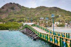 Os amantes constroem uma ponte sobre Santa Catalina e Providencia de conexão, Colômbia imagens de stock royalty free