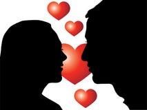 Os amantes mostram em silhueta com coração Fotografia de Stock Royalty Free