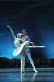 Os amantes no bailado O Lago das Cisnes imagens de stock royalty free