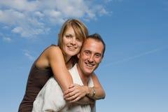 Os amantes novos andam às cavalitas Fotos de Stock Royalty Free