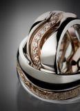 Os anéis de casamento fecham-se acima Fotos de Stock
